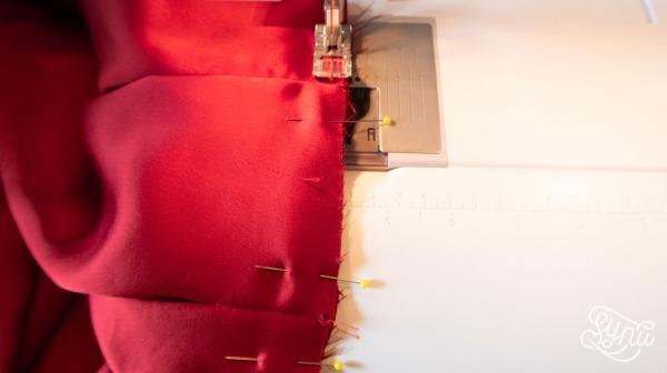 Konstruktion & syning af rød A-line nederdel med læg og lommer. Syvejledning, tutorial hos Sy Nu All Inclusive